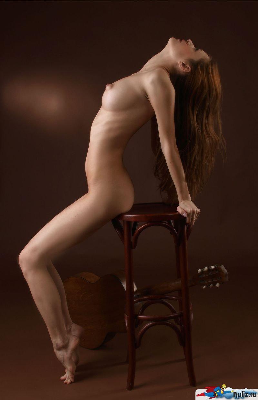 Эротические фотографии девушек в студии 11 фотография